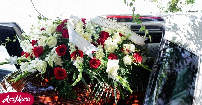 A hearse and coffin with flowers | Source: Shutterstock