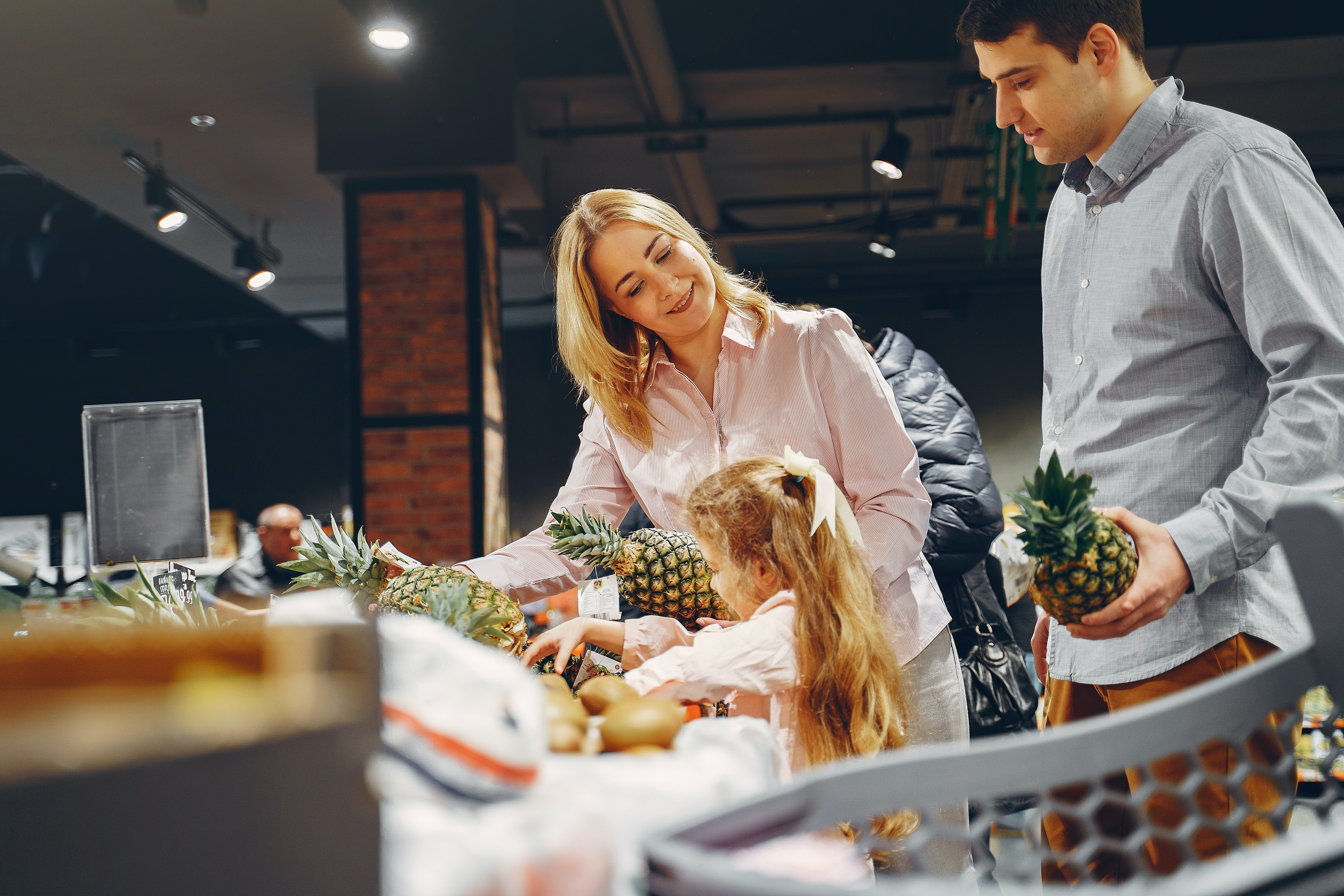 A family in a grocery store   Photo: Pexels