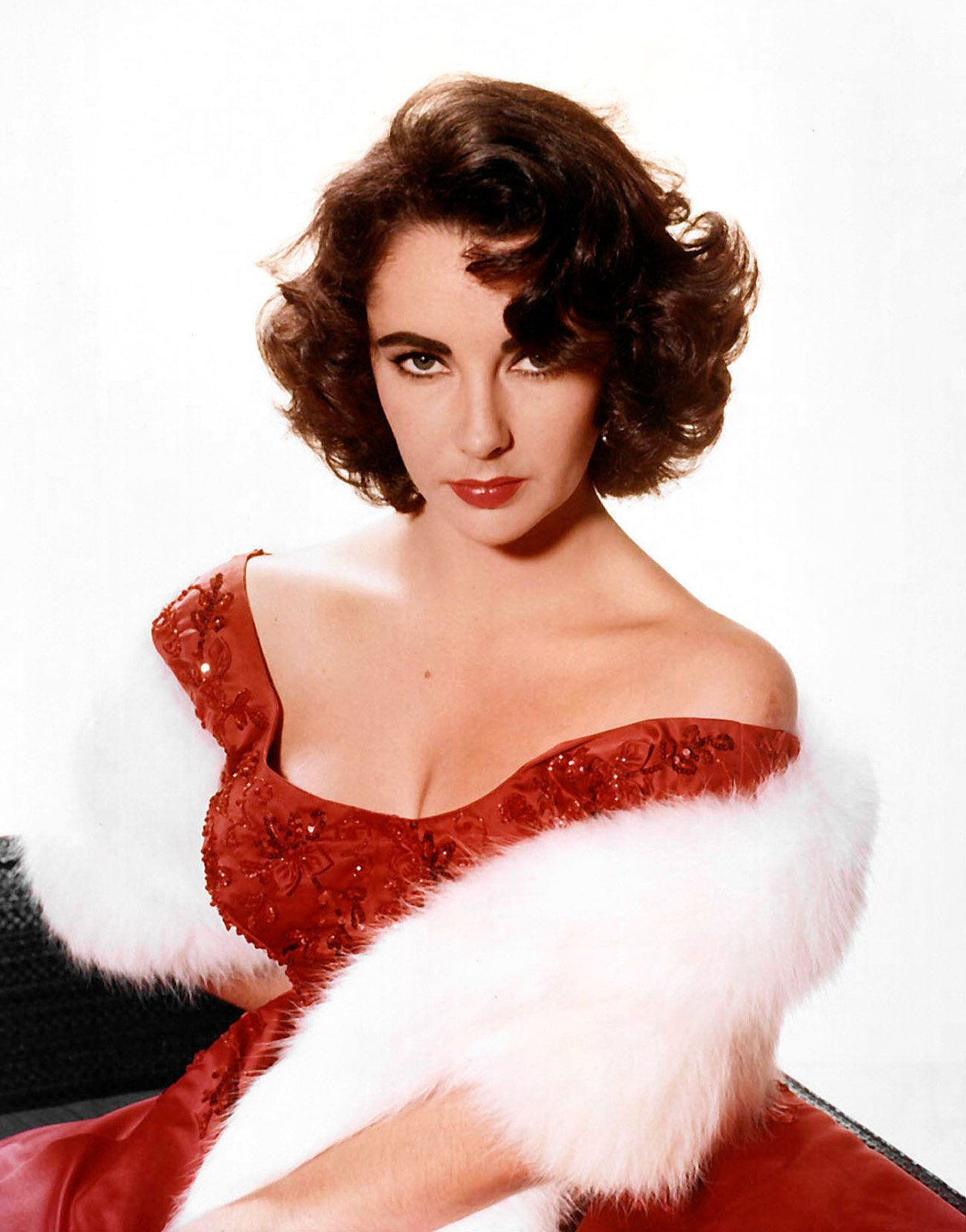 A publicity photo of Elizabeth Taylor circa 1955. | Source: Wikimedia Commons