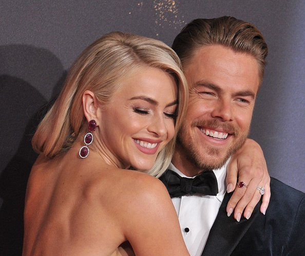 ulianne Hough and Derek Hough arrive at the 2017 Creative Arts Emmy Awards - Day 1 at Microsoft Theater on September 9, 2017 in Los Angeles, California | Photo: Getty Images