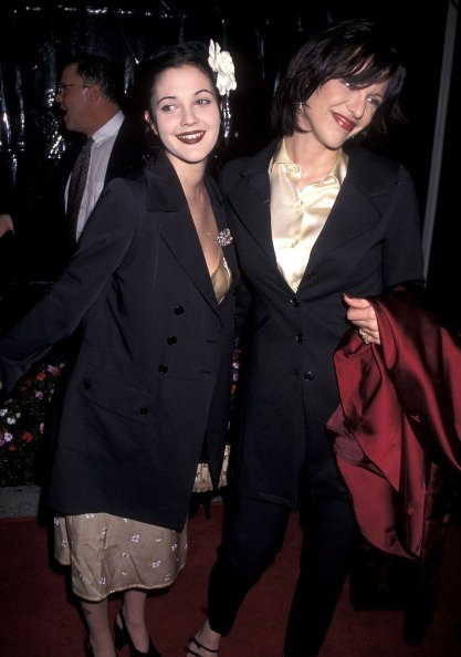 Drew Barrymore and Courtney Love on April 1, 1996 at Paramount Studios in Hollywood, California.   Photo: Getty Images