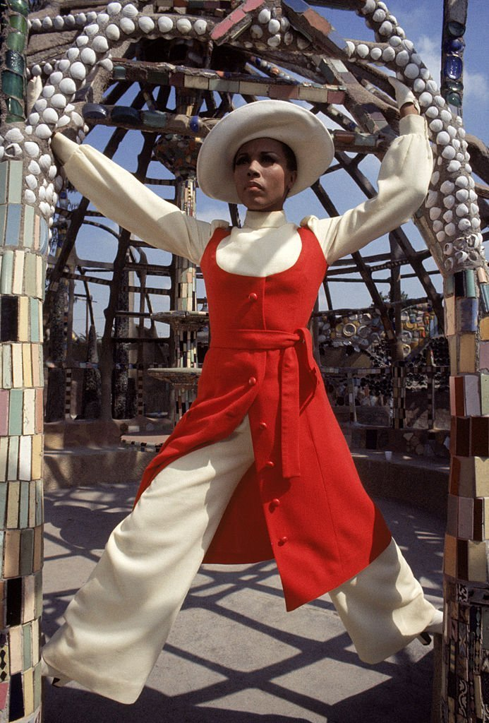 Diahann Carroll poses for a portrait circa late 1960's at the Watts Towers in Los Angeles, California | Photo: GettyImages