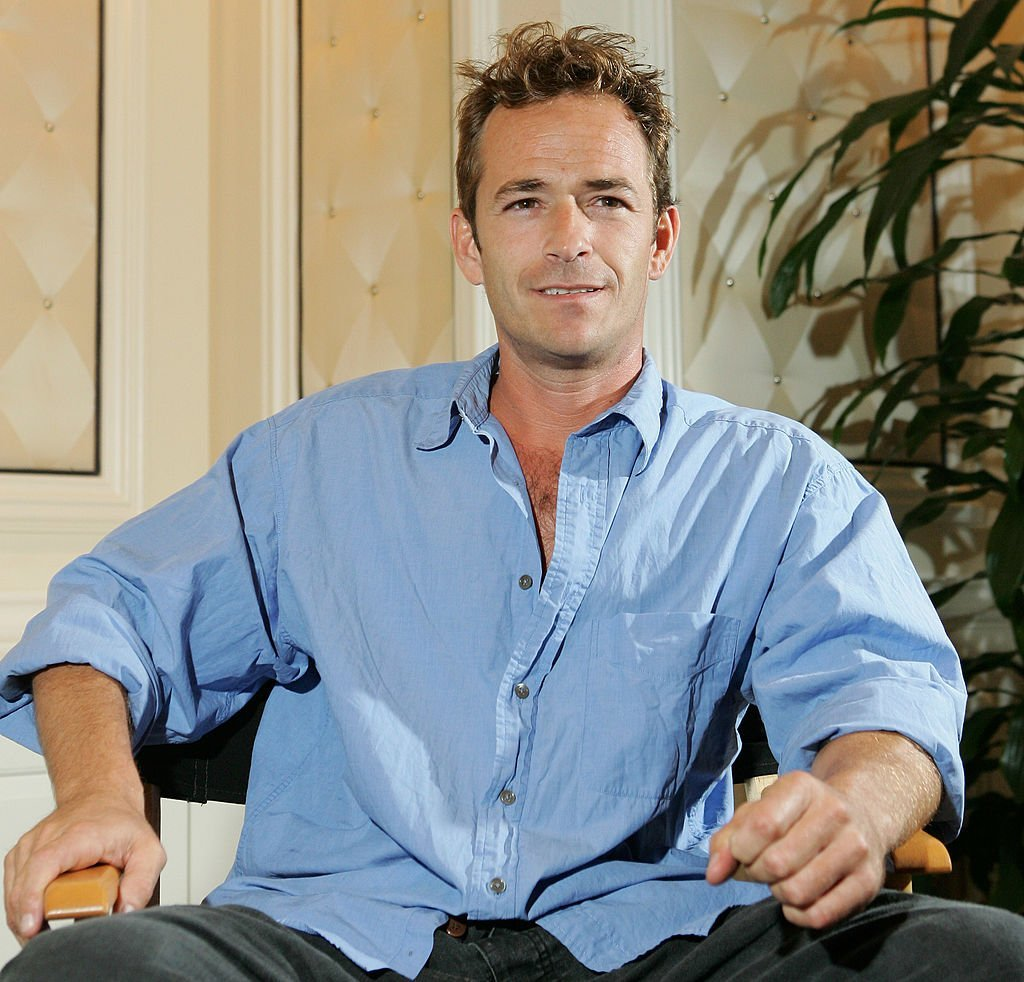Luke Perry poses at the Video Software Dealers Association's annual home video convention at the Bellagio | Photo: Getty Images