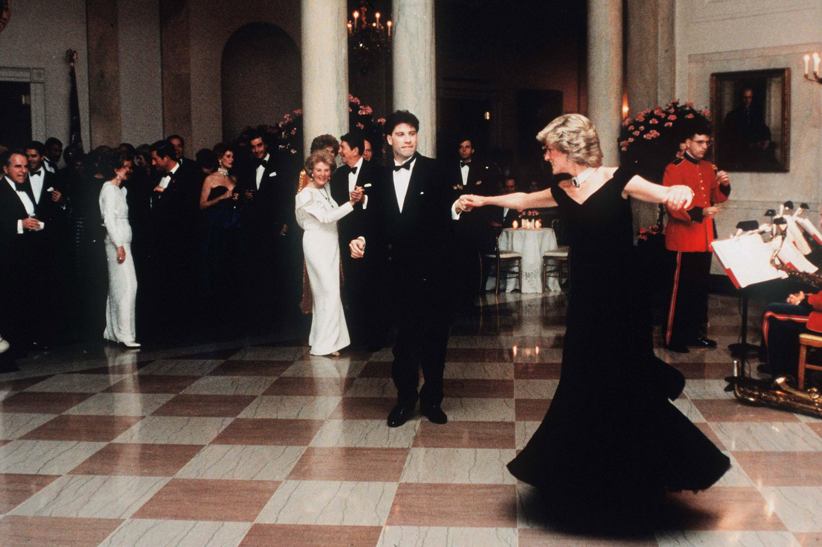 Diana, Princess Of Wales, watched by President Ronald Reagan and wife Nancy, dances with John Travolta at the White House, USA on November 9, 1985. | Photo: Getty Images