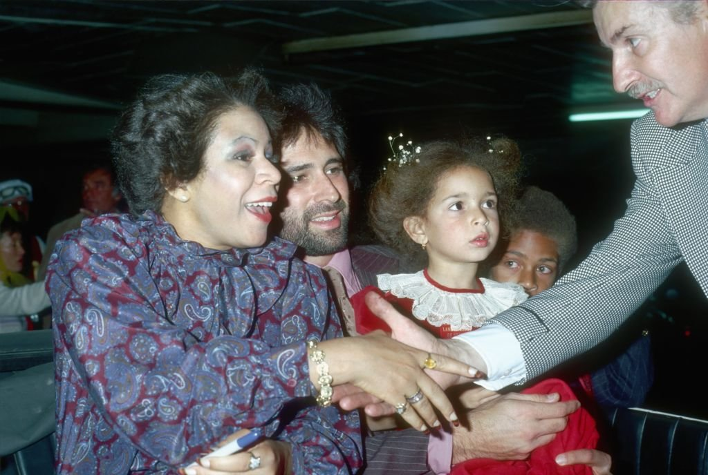 Singer Minnie Riperton, her husband Richard Rudolph, and children Maya Rudolph and Marc Rudolph greet a fan at the Hollywood Christmas Parade in circa 1978.   Photo: Getty Images