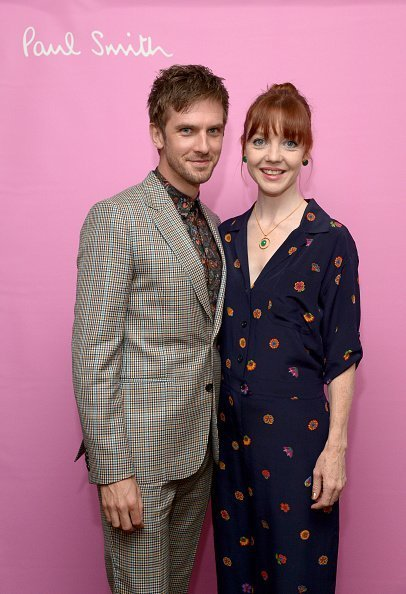 Dan Stevens (L) and Susie Hariet, wearing Paul Smith, attend Paul Smith's intimate dinner with Gary Oldman on April 10, 2018 | Photo: Getty Images