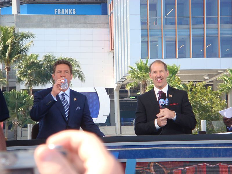 Dan Marino and Bill Cowher at the CBS Pre-game Show. | Source: Wikimedia Commons