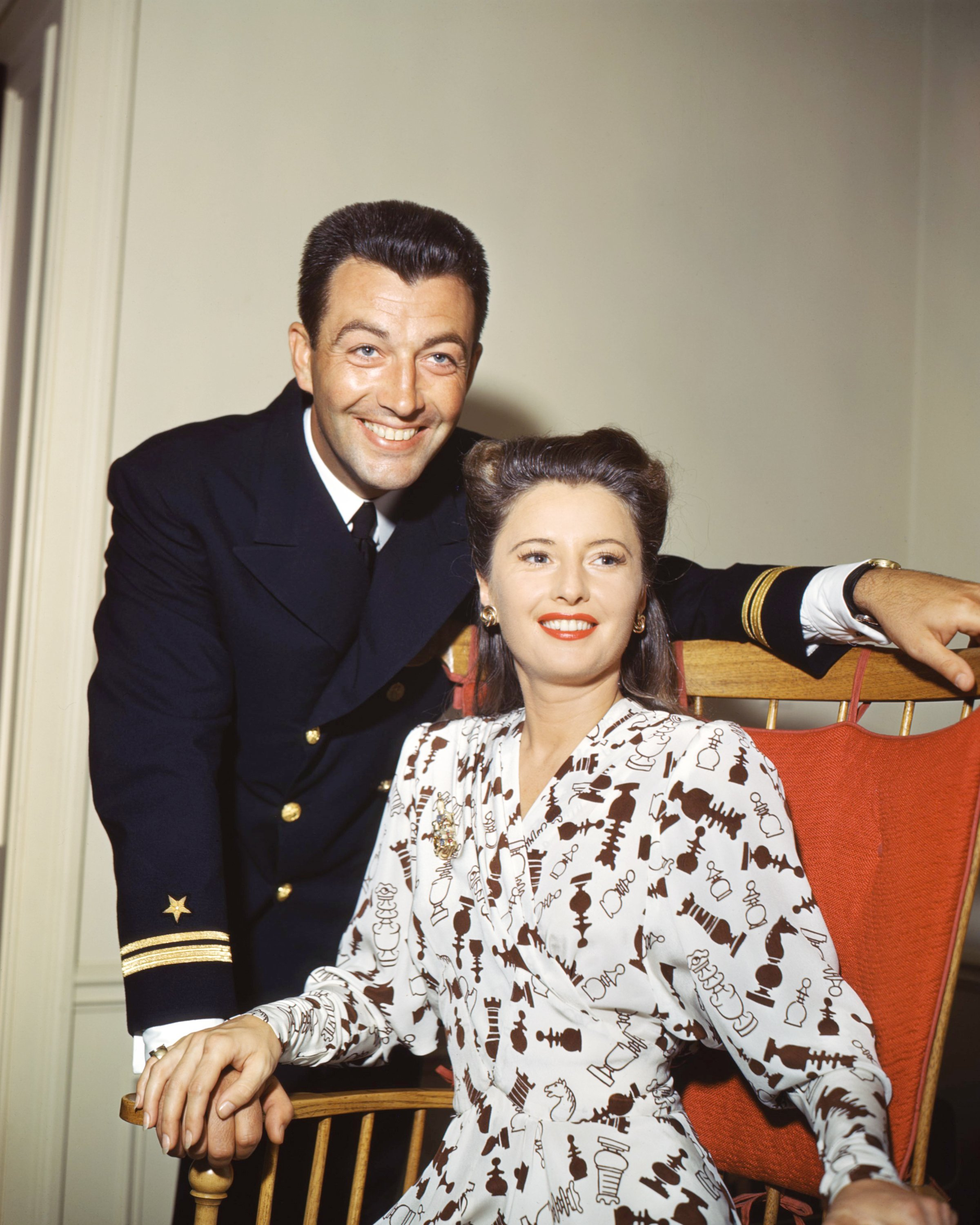 American actors Robert Taylor (1911 - 1969) and his wife Barbara Stanwyck (1907 - 1990), circa 1945. Taylor is wearing the uniform of the United States Naval Air Corps. | Source: Getty Images