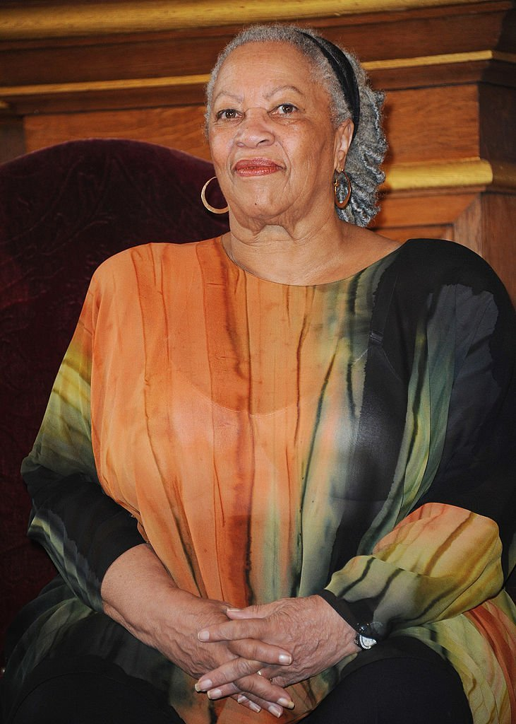 Nobel Prize in Literature winner Toni Morrison receives the Honor Medal of The City of Paris in November 2010. | Photo: Getty Images