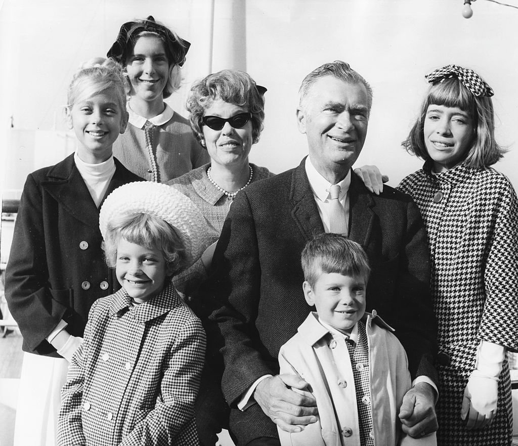 Buddy Ebsen with his family Bonnie, Kiki, Cathy, wife Nancy, Dusty and Susie Anna, after they arrived in Britain. | Source: Getty Images