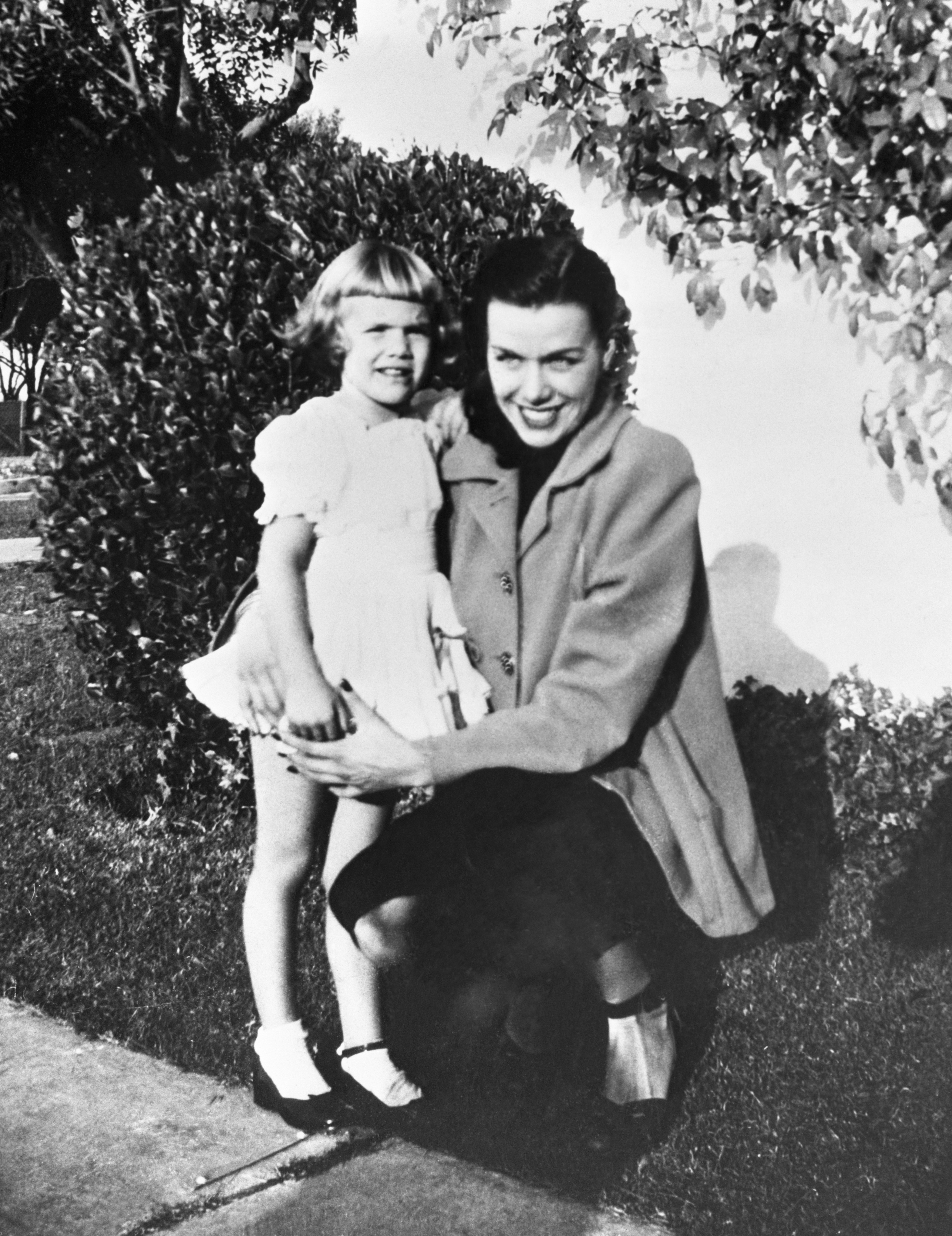 Jean Spangler and her daughter, Christine, on October 1st 1949, six days before Spangler's disappearance | Photo: Getty Images