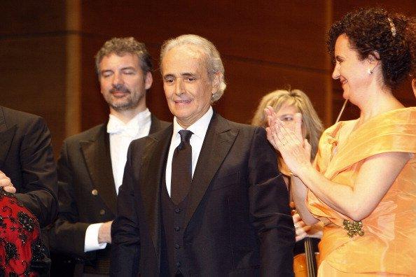 Josep Carreras realiza en concierto conmemorando el 50 aniversario del debut de Montserrat Caballe en el Gran Teatre del Liceu el 3 de enero de 2012 en Barcelona, España. | Foto: Getty Images