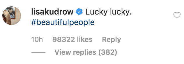 Lisa Kudrow comments on a selfie of Courtney Cox and Mathew Perry | Source: Instagram.com/courtneycoxofficial