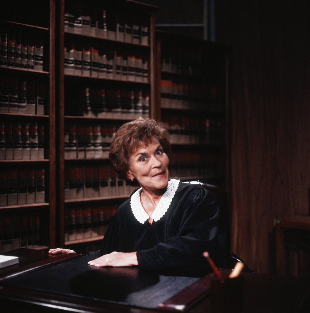 Judge Judy Sheindlin does a portrait post in Los Angeles, California on February 14, 1997 | Photo: Getty Images