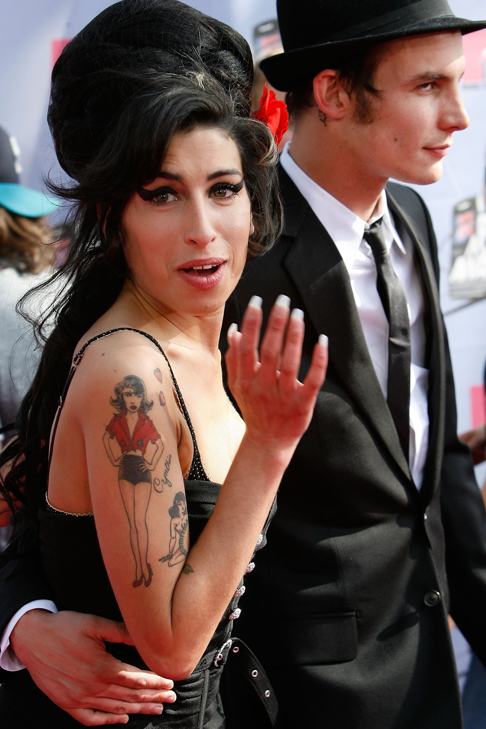Amy Winehouse and Blake Fielder-Civil arrive to the 2007 MTV Movie Awards at the Gibson Amphitheatre on June 3, 2007 in Universal City, California | Photo: Getty Images