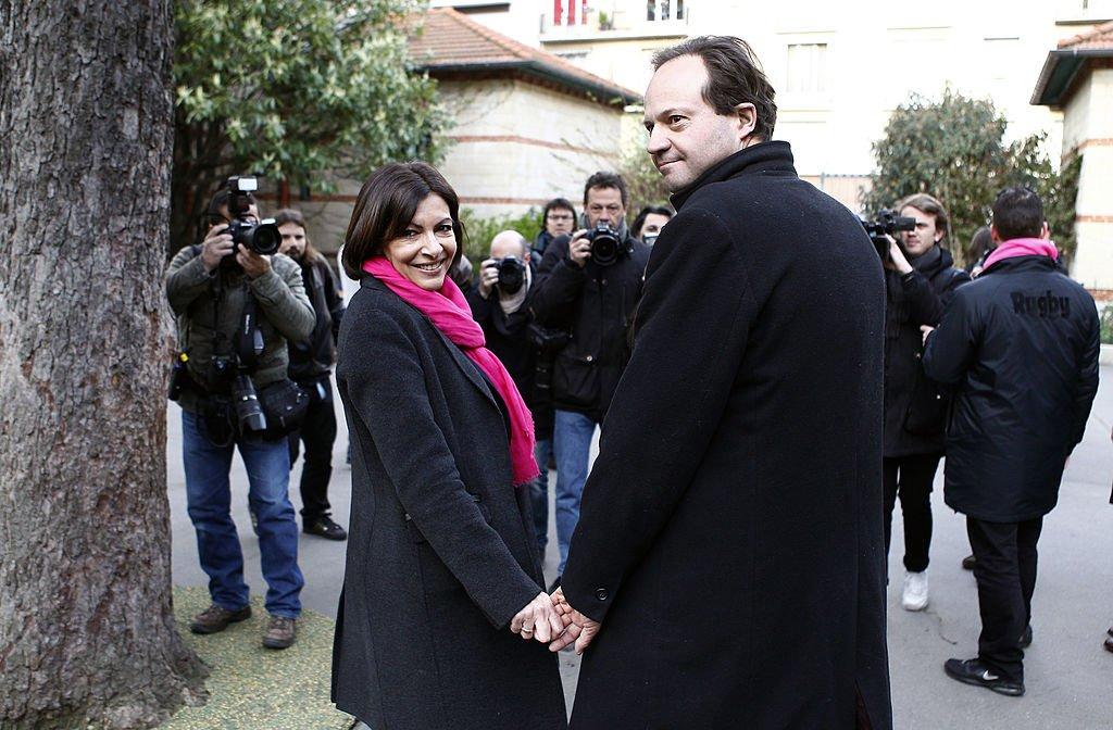 Anne Hidalgo et son époux Jean-Marc Germain après le vote aux municipales le 23 mars 2014. Photo : Getty Images