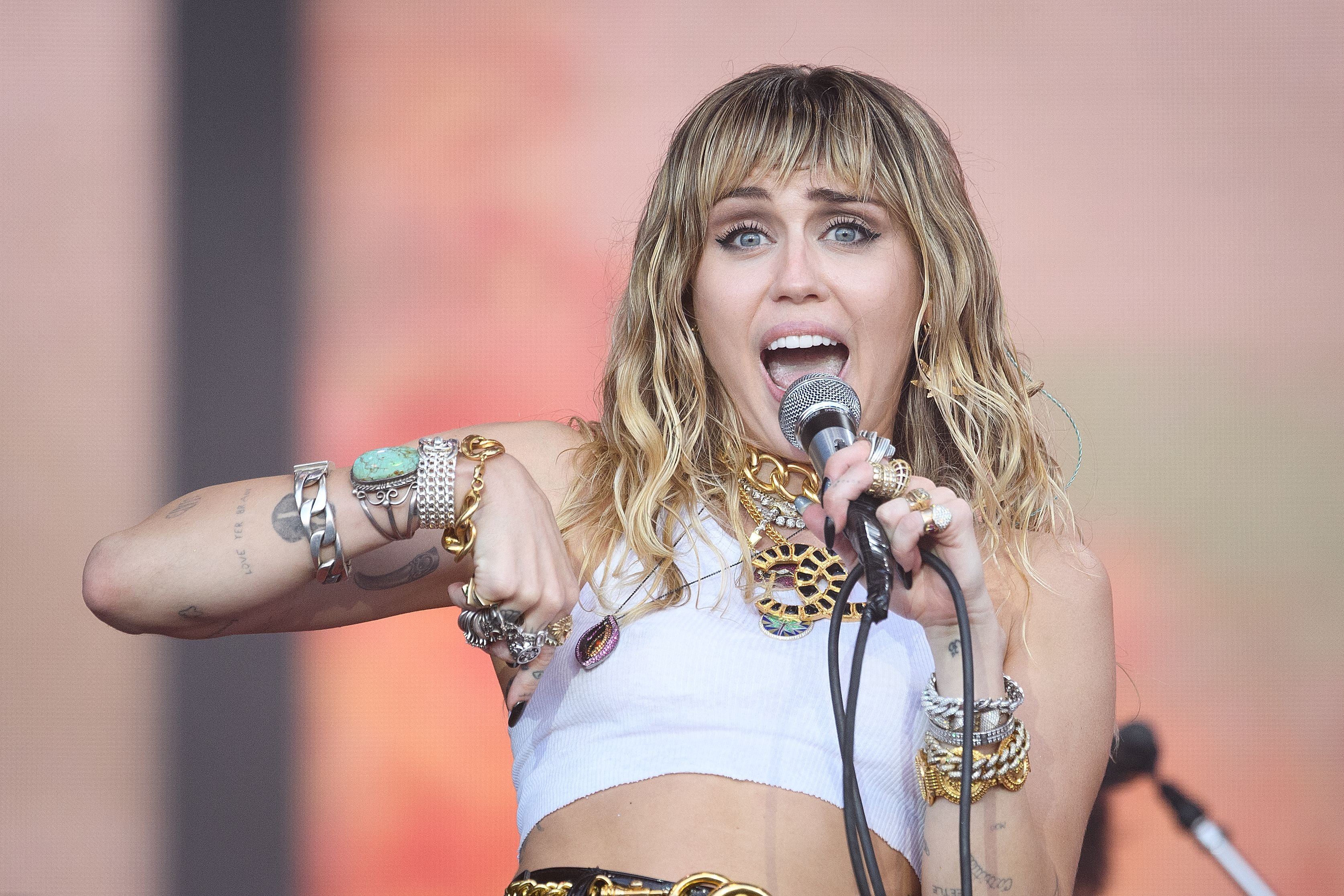 Miley Cyrus on the Pyramid Stage at the Glastonbury Festival at Worthy Farm, Pilton on June 30, 2019, in Glastonbury, England | Photo: Leon Neal/Getty Images