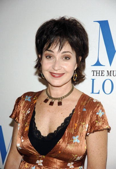 Annie Potts on October 25, 2006 in Beverly Hills, California. | Photo: Getty Images