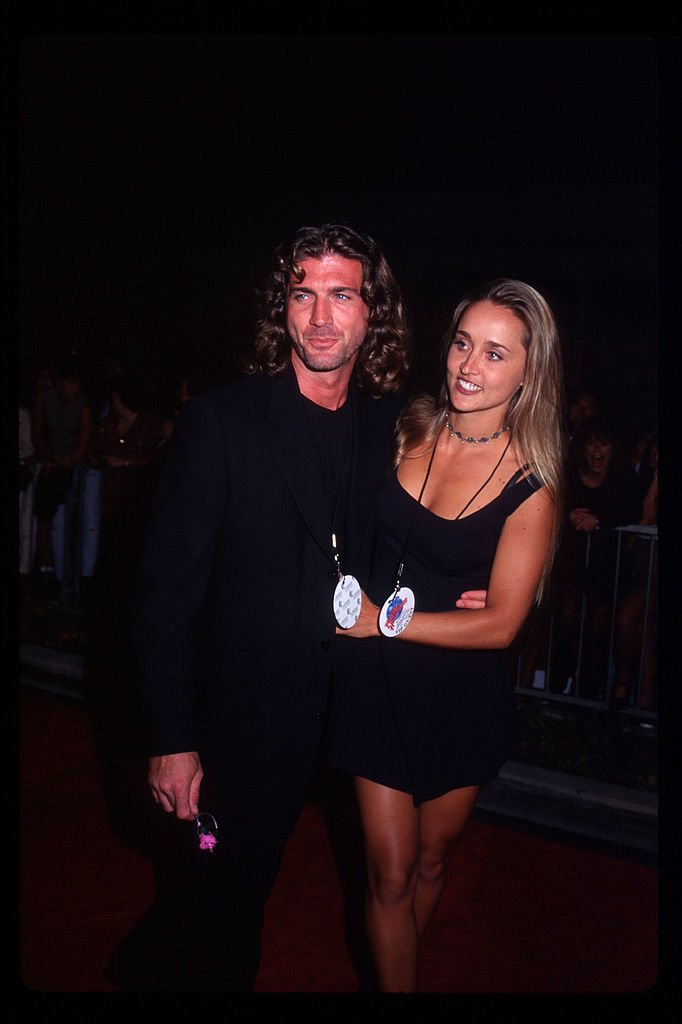 Joe Lando et sa femme Kirsten Barlow le 17 septembre 1995 à Los Angeles. l Source : Getty Images