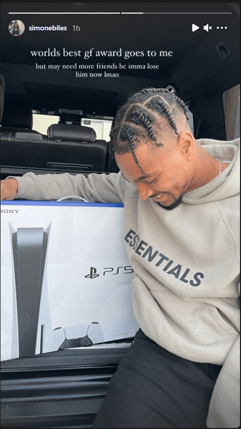 NFL star Jonathan Owens smiled as his girlfriend, Simone Biles gifted him with a PS5. | Photo: instagram.com/simonebiles