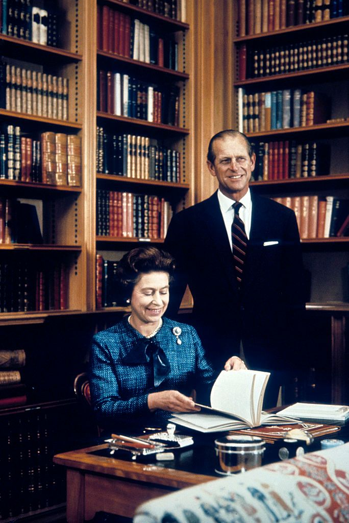 Queen Elizabeth ll and Prince Philip in Balmoral, Scotland in 1976 | Source: Getty Images