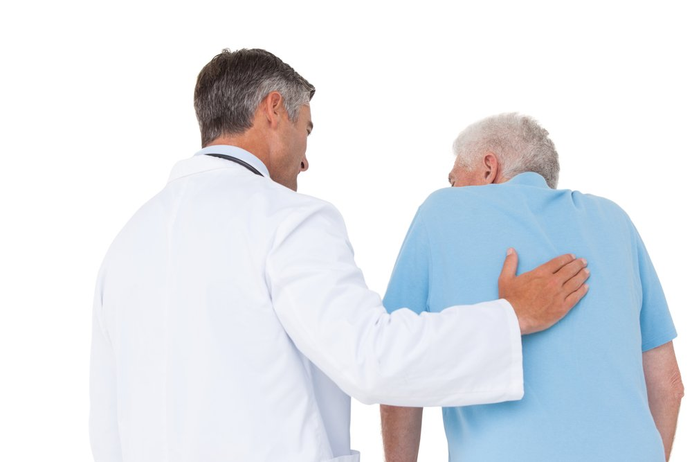 A photo of a doctor with senior patient. | Photo: Shutterstock
