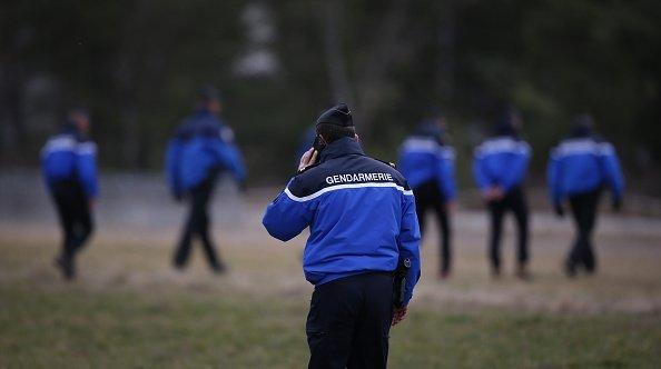un gendarme en uniforme | Source : Getty Images