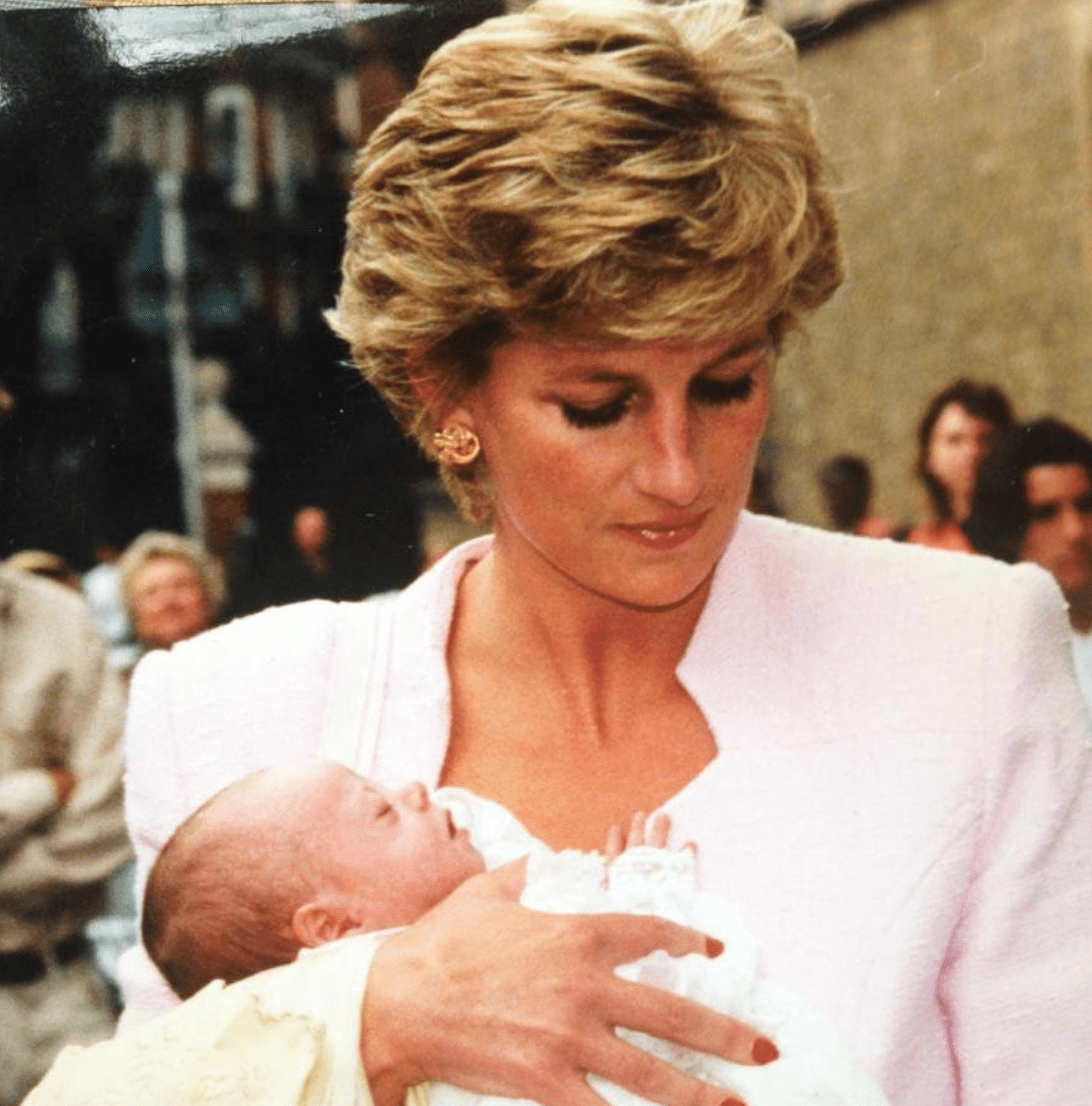 Princess Diana holding Domenica during her christening in 1995. | Source: Twitter/MoncktonR