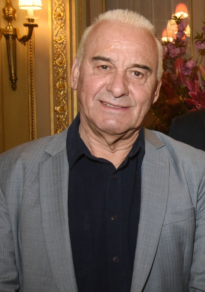 "Le chanteur Michel Fugain assiste au lancement du livre ""Sardou Regards"" de Bastien Kossek à l'Hôtel Raphael le 15 avril 2019 à Paris, France. 