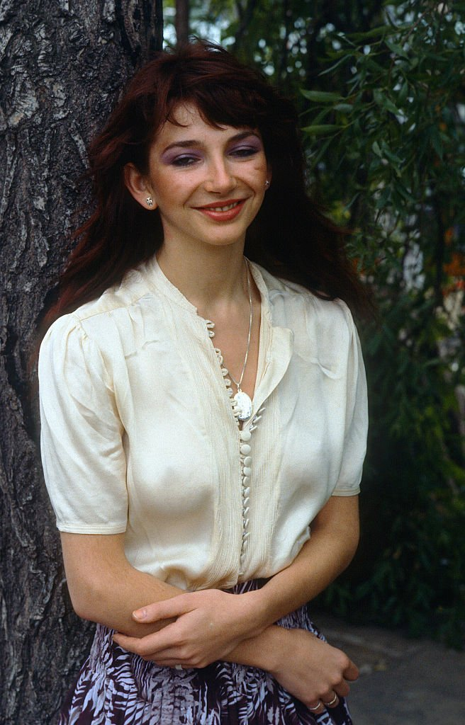 Successful female vocalist Kate Bush poses by a tree on January 01, circa 1985 | Photo: Getty Images