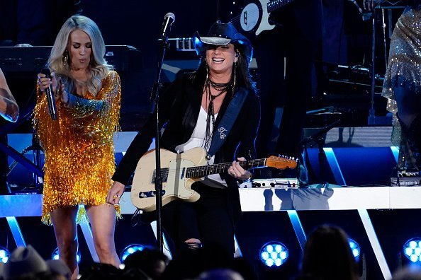 Carrie Underwood and Terry Clark perform onstage at the 53rd annual CMA Awards at the Bridgestone Arena on November 13, 2019 in Nashville, Tennessee. | Photo; Getty Images