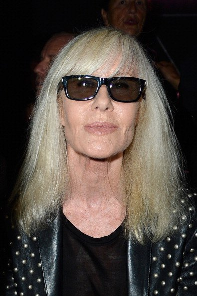 Betty Catroux assiste au défilé Saint Laurent dans le cadre de la Paris Fashion Week Womenswear printemps-été 2014 le 30 septembre 2013 à Paris, France. | Photo : Getty Images
