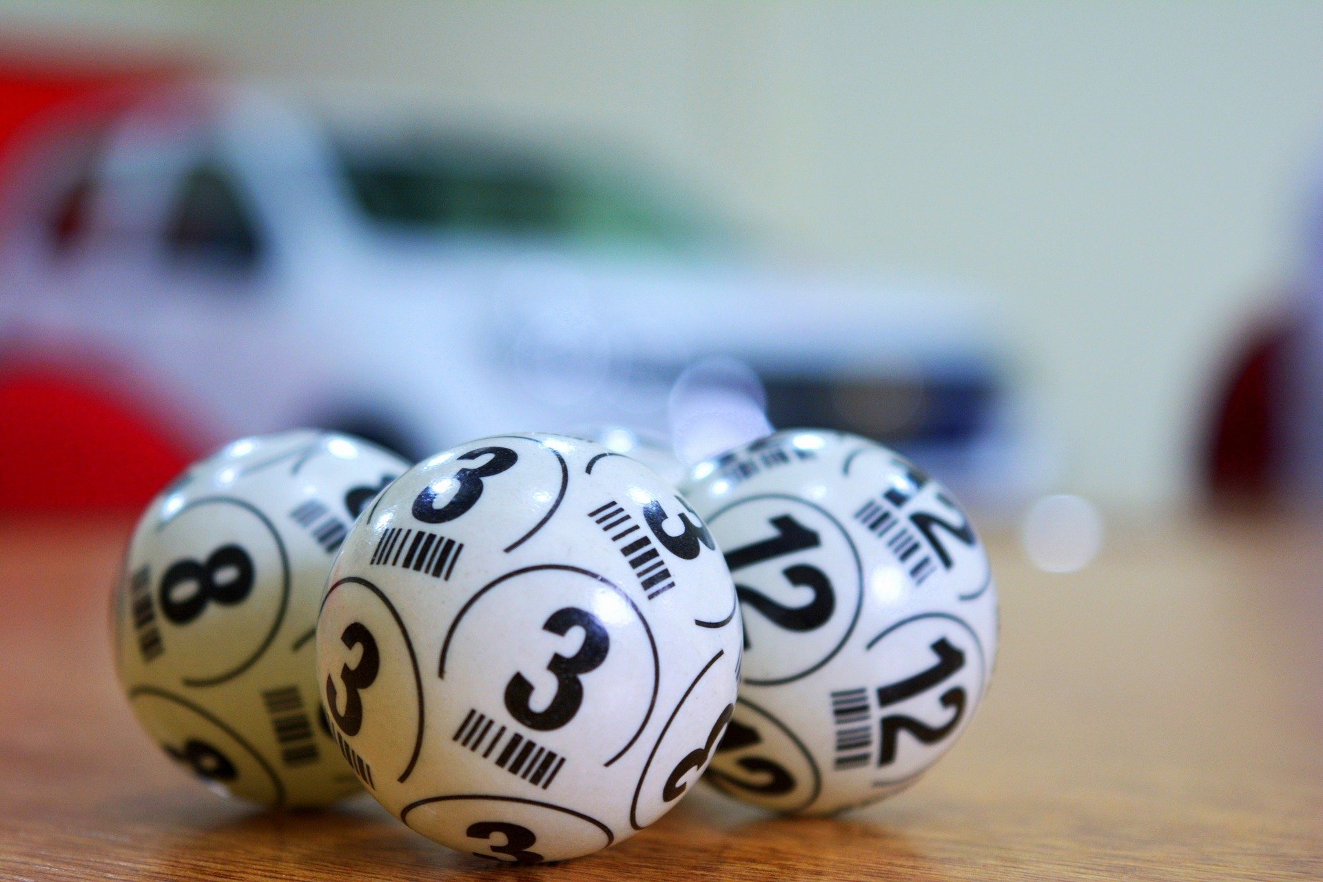 Three lottery balls with different numbers on them | Photo:Pixabay/Alejandro Garay