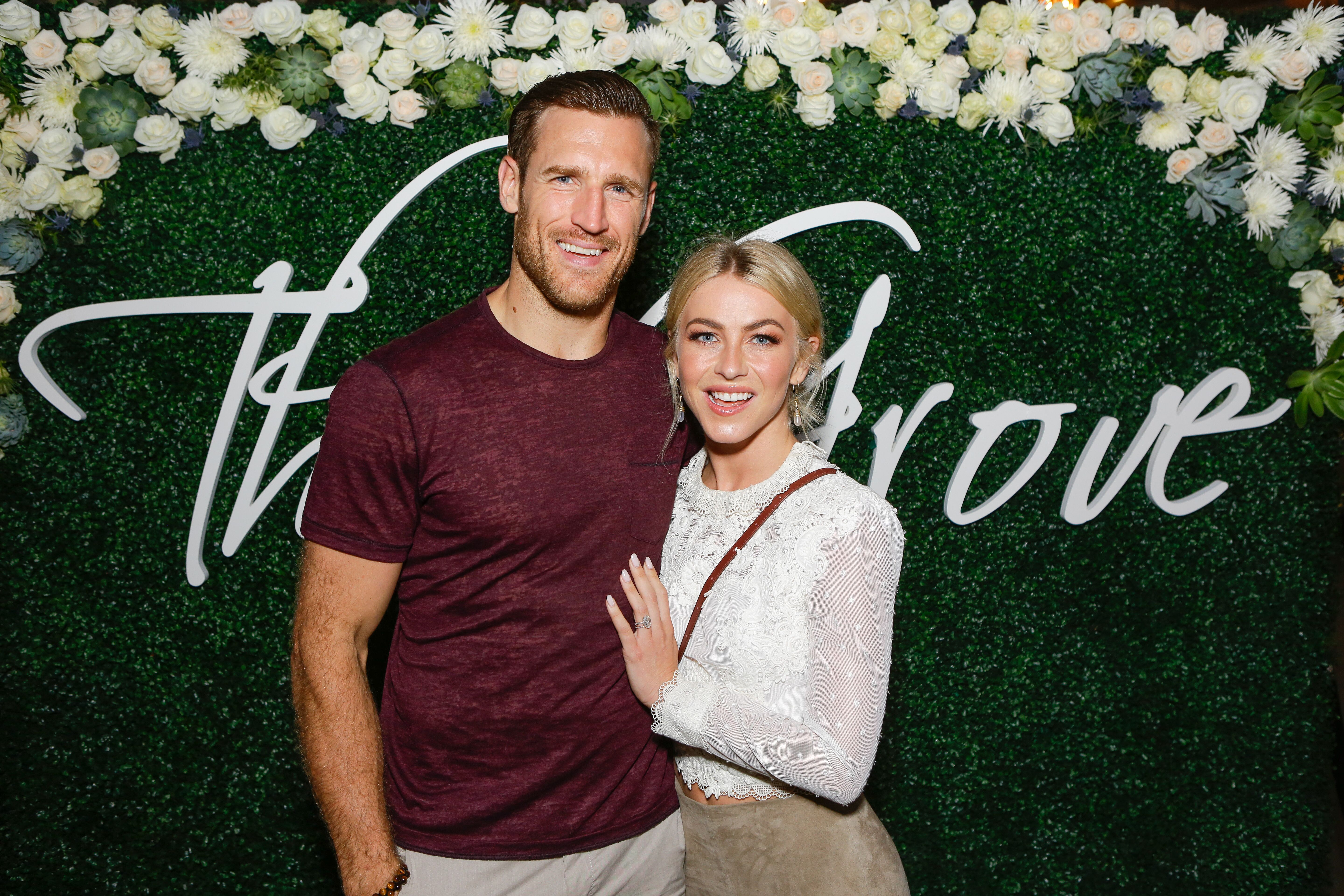 Brooks Laich and Julianne Hough at the Paint & Sip & Help event on October 12, 2017, in Los Angeles, California | Photo: Tiffany Rose/Getty Images