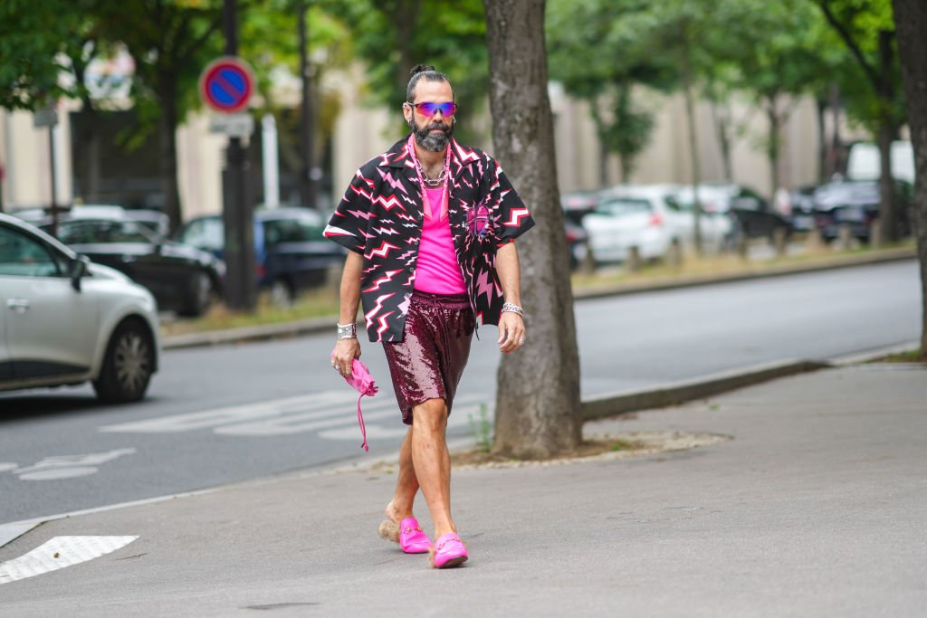 Guest in various shades of pink at the Paris Fashion Week on June 26, 2021 | Source: Getty Images