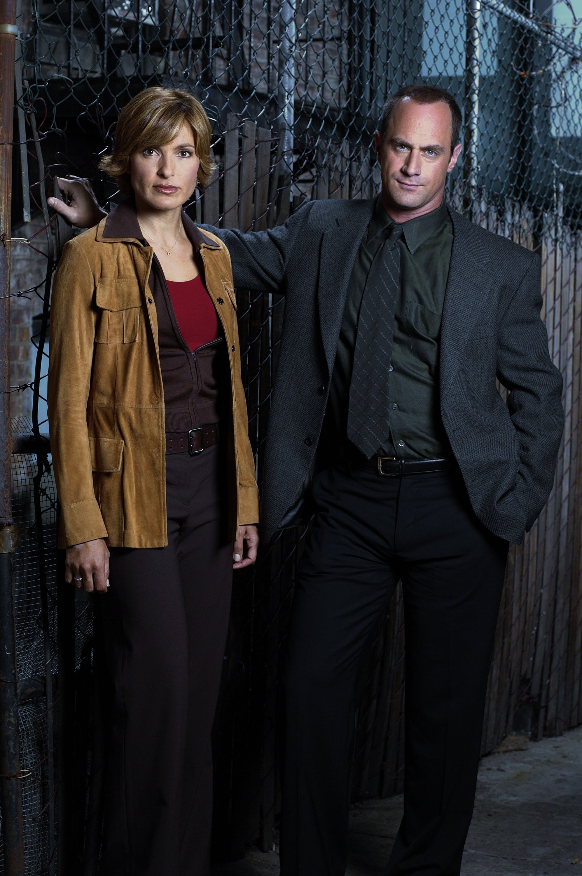 """Mariska Hargitay as Detective Olivia Benson, Christopher Meloni as Detective Elliot Stabler on the set of """"Law & Order: Special Victims Unit"""" 