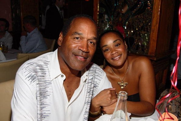 O.J. Simpson and daughter Arnelle Simpson at the Forge restaurant on June 20, 2007 | Photo: Getty Images