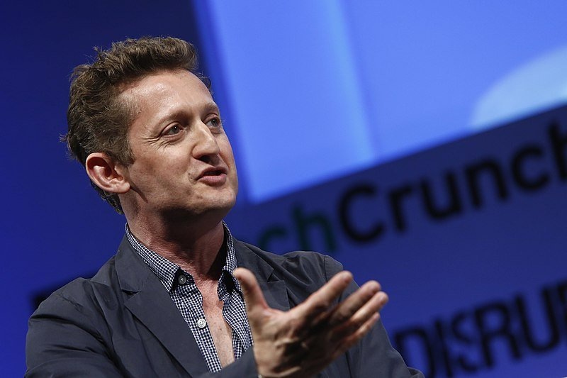 Alex Winter speaks onstage at the TechCrunch Disrupt NY 2013. | Source: Wikimedia Commons