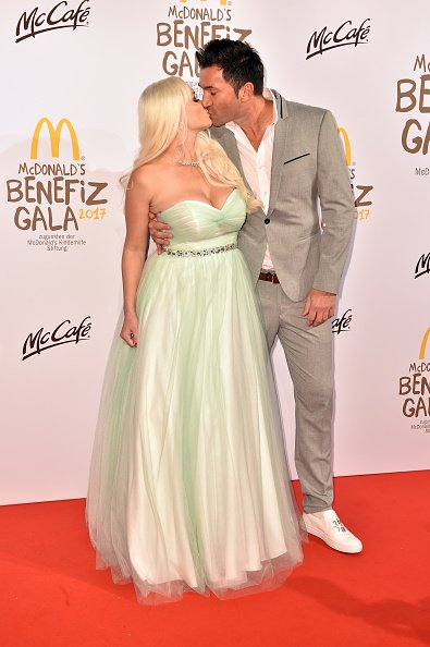 Katzenberger und Cordalis, McDonald's Charity Gala, München, 2017 | Quelle: Getty Images