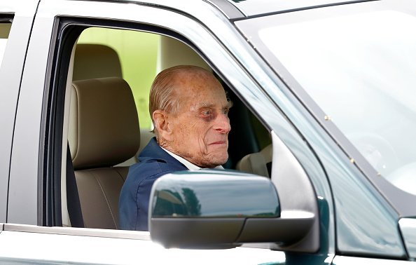 Duke of Edinburgh driving his Land Rover Freelander on day 5 of the Royal Windsor Horse Show in Home Park on May 13, 2018 in Windsor, England.| Photo: Getty Images
