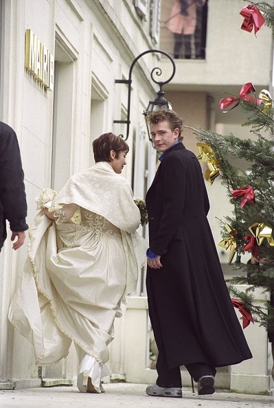 Mariage de Guillaume Depardieu et Elise Ventre a la mairie de Bougival. | Photo : Getty Images