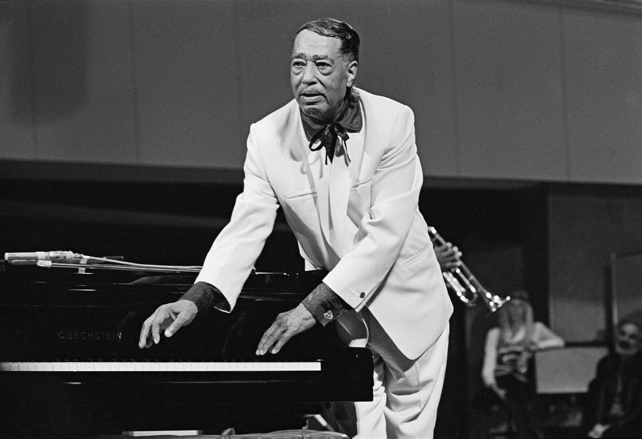 Duke Ellington performs on satge in Berlin, Germany, 1970 | Photo: Getty Images