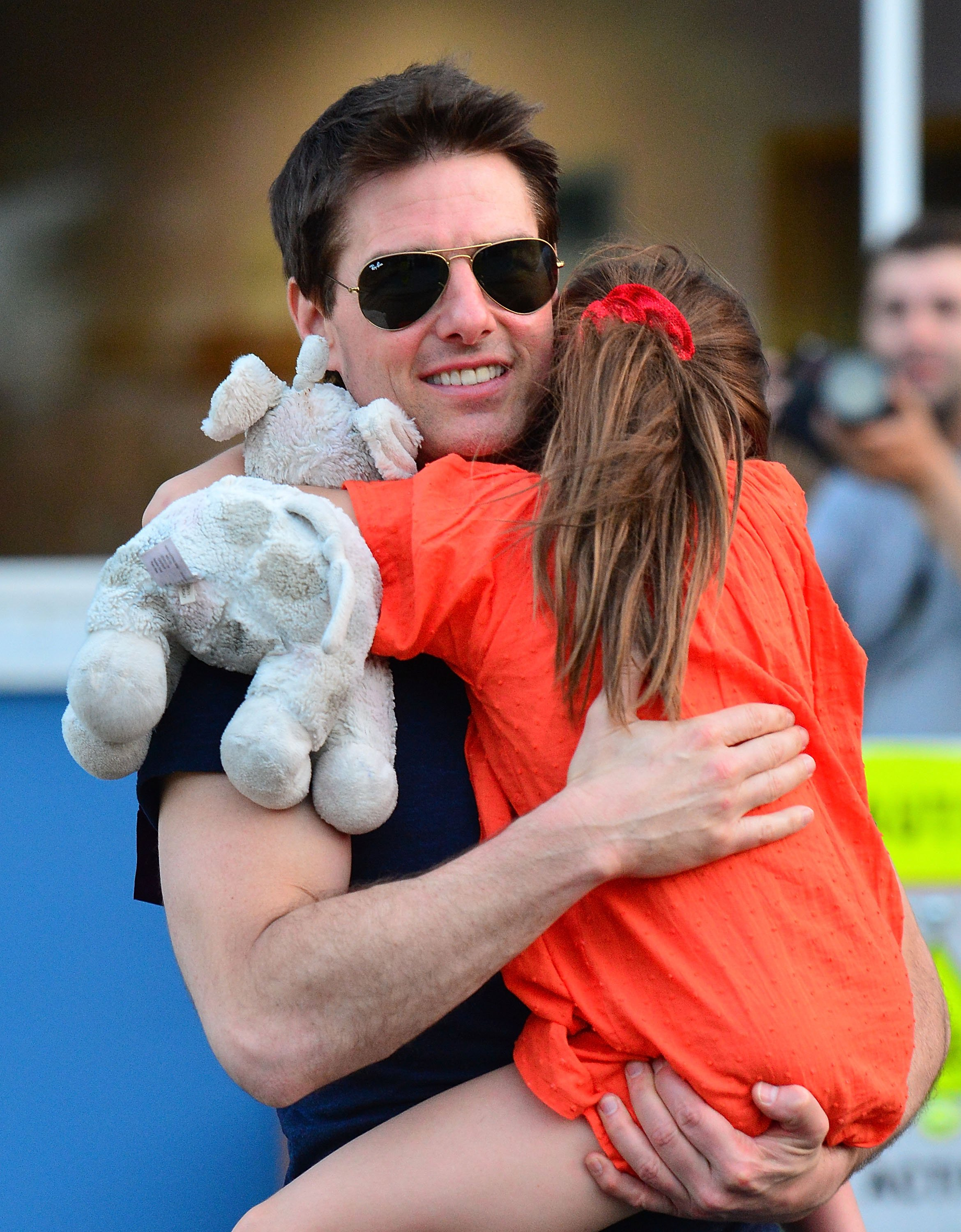 Tom Cruise holding Suri Cruise while leaving the Chelsea Piers, 2012, New York City. | Photo: Getty Images