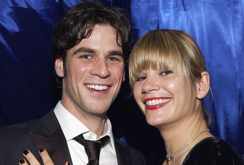 Eddie Cahill and Nikki Uberti attend the Distinctive Assets Gift Lounge at the People's Choice Awards in Pasadena, California on January 9, 2005   Photo: Getty Images