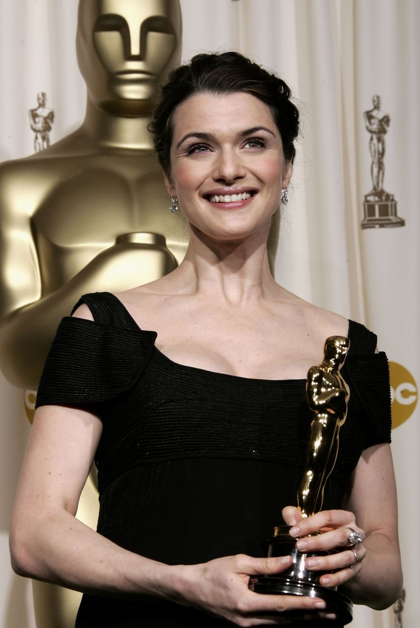 "Rachel Weisz poses with her Oscar statuette for Best Actress in a Supporting Role for ""The Constant Gardener."" 