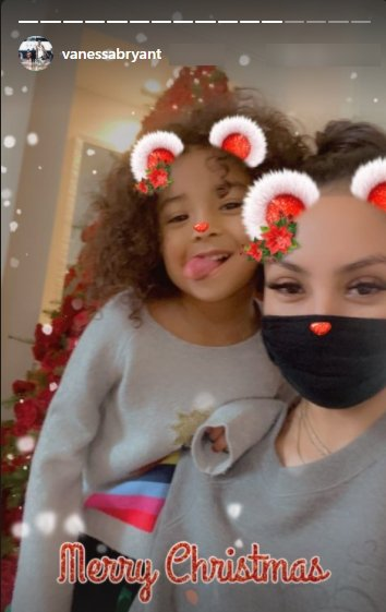 A selfie of Vanessa Bryant and her daughter Bianka with a Christmas filter.   Photo: Instagram/Vanessabryant