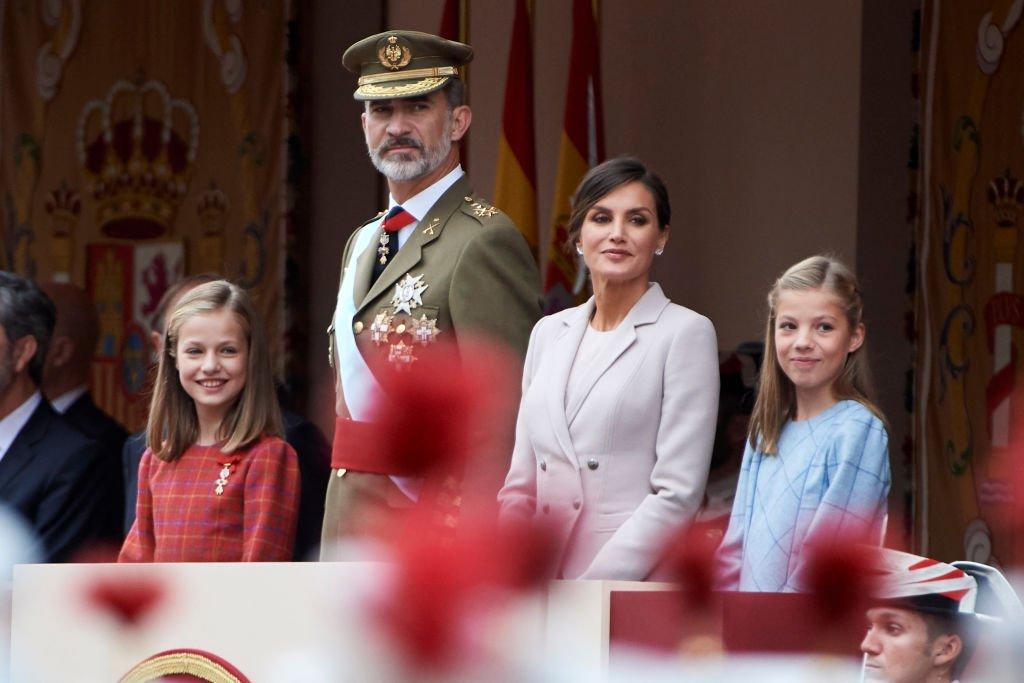 Familia real de España asiste al Desfile Militar del Día Nacional.| Fuente: Getty Images