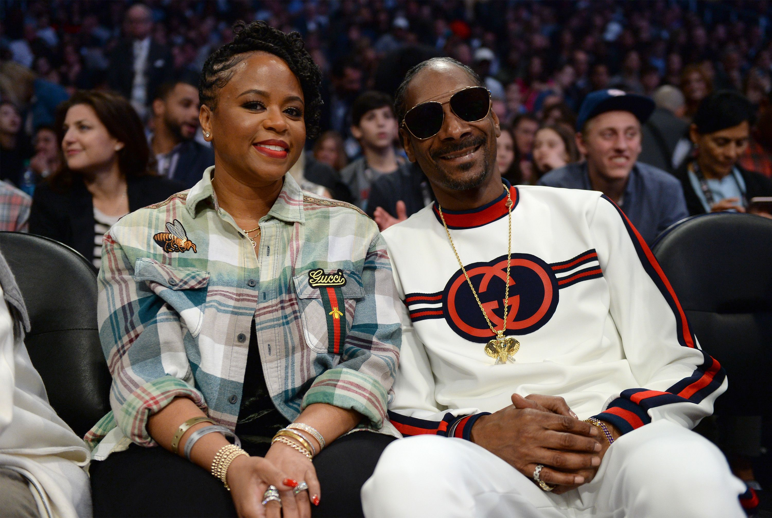 Snoop Dogg and Shante Broadus at the NBA game on February 18, 2018 in L.A. | Photo: Getty Images