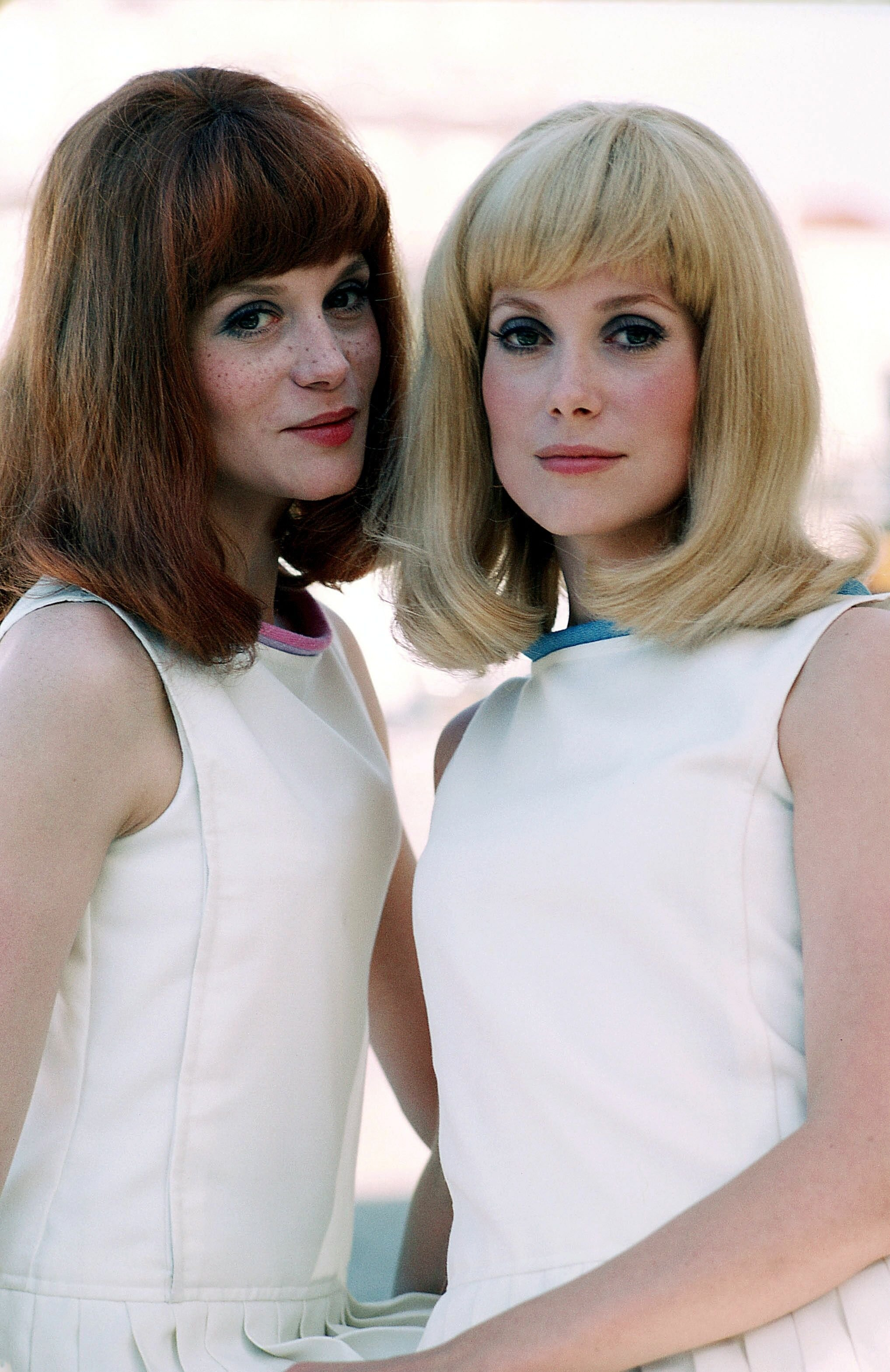Catherine Deneuve et sa sœur Françoise Dorleac. | Photo : Getty Images