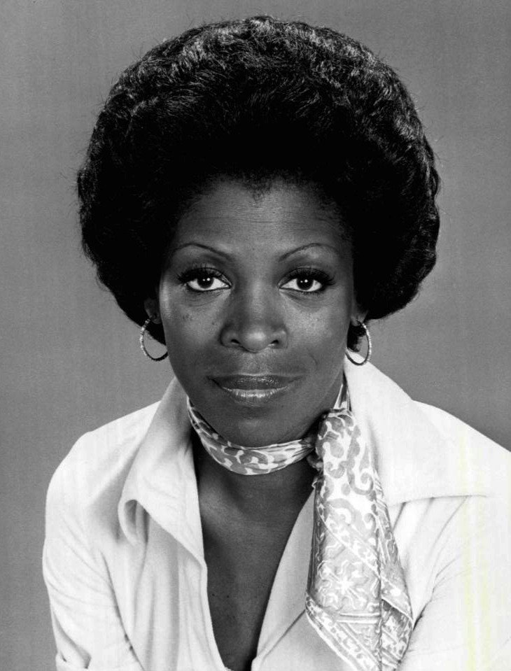 Publicity photo of actress Roxie Roker, 1976. | Photo: Wikimedia Commons Images